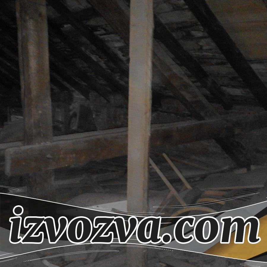 Почистване на таван с мебели и боклук