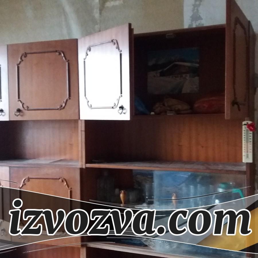 Извозване на стара секция и мебели от апартамент